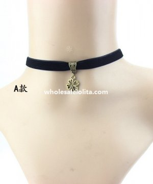 Black Velvet Collar Choker Four-Leaf Clover Pendant Necklace for Gift