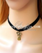 Fashion Black Collar Choker Velvet Necklace with Hello Kitty Pendant for Gift