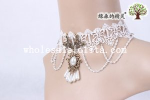Graceful Royal White Lace Pendant Chain Necklace for Women